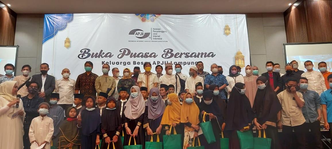 APJII Lampung Gelar Buka Puasa Berama Santuni Anak Yatim