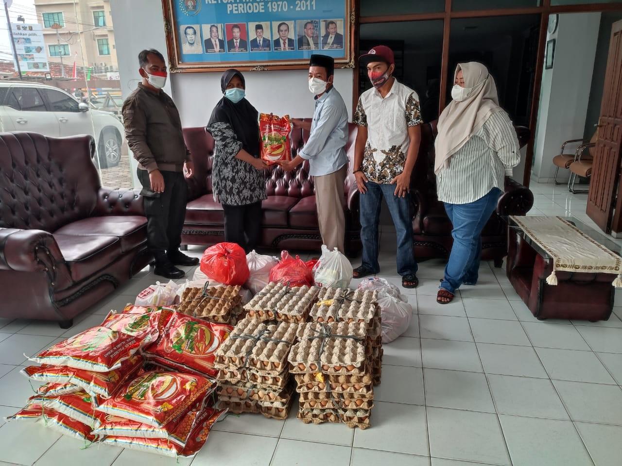 Wartawan PWI Lampung Dapat Bantuan Sembako Dari Pengusaha